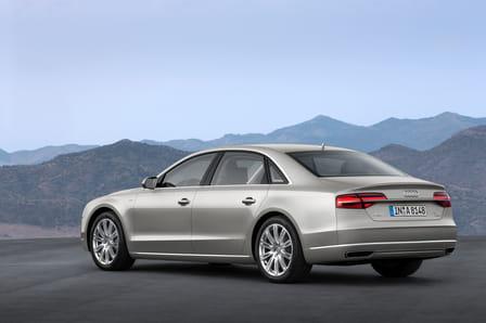 Audi A8 (od 10/2013) 4.0 TFSI, 320 kW, Benzinový, 4x4, Automatická převodovka