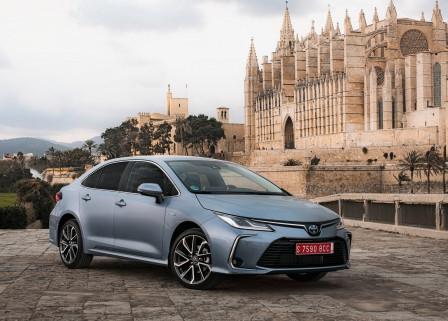 Toyota Corolla Sedan (od 12/2016) 1.6, 97 kW, Benzinový