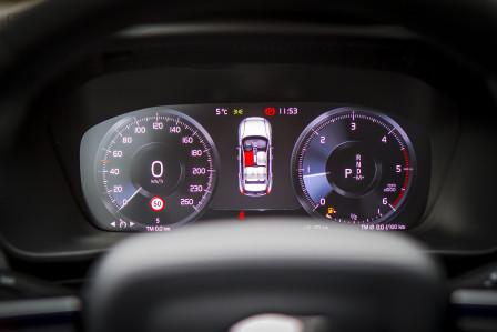 Volvo XC40 (od 02/2018) Momentum Pro